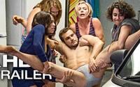 Scarlett Johansson sa so zdrogovanými kamoškami zbavuje mŕtveho striptéra so stoporeným penisom. Sledujte debutový trailer komédie pre dospelých