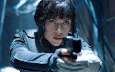 Scarlett Johansson srší pôvabom a nebezpečnou aurou v prvých záberoch pre Ghost in the Shell