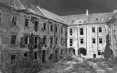Schátrané a opustené. Po krajine máme roztrúsené desiatky historických budov miznúcich pred očami