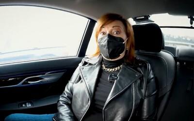 Schillerová jela do Tesca na kontrolu respirátorů, ale neměla pás. Po kritice dala 10 tisíc korun na oběti autonehod