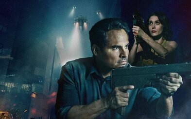 Sci-fi thriller o mimozemskej invázii s Michaelom Peñom stavil na nezáživnú akciu a lacné triky (Recenzia)