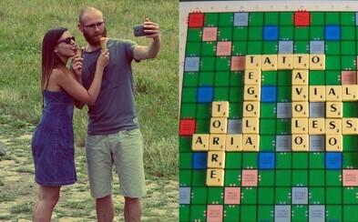 Scrabble víta neutrálne pohlavie. Anglická verzia rozširuje svoj slovník, aby zahŕňal každého
