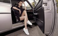 Sebavedomá Selena Gomez pózuje v nových teniskách Puma Cali Star