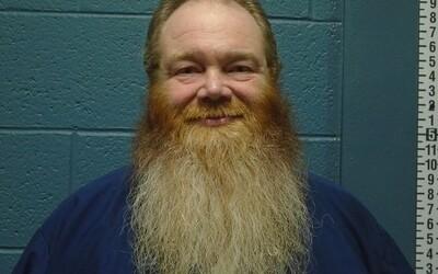 Sedel 32 rokov vo väzení za vraždu, ktorú nespáchal. Obeť dobodal a pohrýzol niekto iný