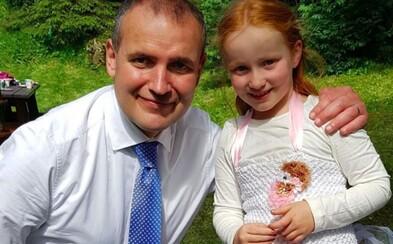 Sedmiletá holčička z Islandu pozvala na narozeniny prezidenta. Dorazil s celou rodinou