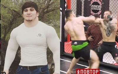 Sedmnáctiletý ruský Hulk debutoval v MMA. V oktagonu předvedl divočinu a svého soupeře zničil, i když nemá moc zkušeností