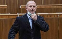 Šéf extrémistickej ĽSNS Marian Kotleba spojil koronavírus s utečencami, teraz čelí trestnému oznámeniu