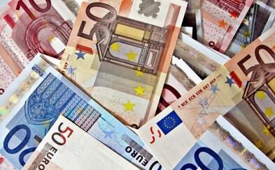 Šéf mu namiesto 196 omylom poslal rovno 19-tisíc eur. Tínedžer ich minul na drogy, Playstation a doprial si aj novú posteľ