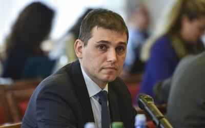 Šéf policajnej inšpekcie Szabó ide do väzby. Je obvinený, že prijal ako úplatok televízory a 20 000 eur