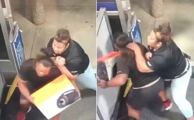 Šéf UFC zaměstnal ženu, která vlastním tělem zabránila krádeži v obchodě. Záběry ze zákroku proti zloději obletěly svět