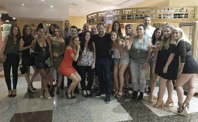 Šéf zaplatil dovolenku všetkým 42 zamestnancom svojej firmy. Na večeru ich pozval aj do reštaurácie s hviezdou od Michelinu