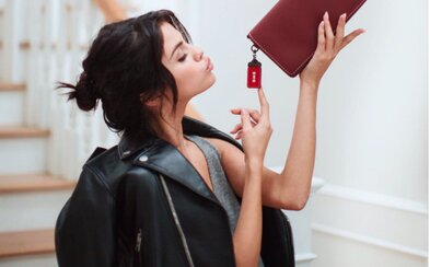 Selena Gomez sa stala tvárou americkej značky Coach. Vďaka nadácii pomôže ženám v núdzi
