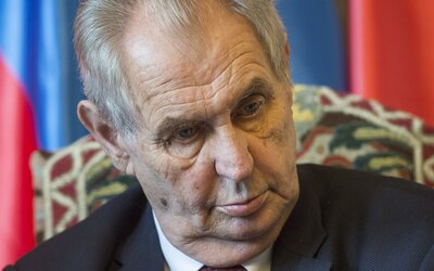 Senátoři zvažují žalobu na Zemana kvůli velezradě