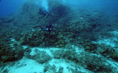 Senzačný archeologický nález z Egejského mora odkrýva stroskotané lode spred stoviek rokov. Našiel sa aj náklad, aký ešte na lodiach nebol