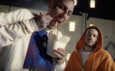 Separ a Dame majú vo videoklipe na nové skladby zlatý Favorit a spomínajú na pokazený výťah Nicki Minaj