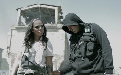 Separ a Tina bojujú proti zombíkom v Bubline
