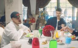 Separ vo videoklipe Nerieš rozhadzuje do nápojov dúhové cukríky a všetkým sa zrazu sfarbí svet. Gabryell a Matej Straka sú späť