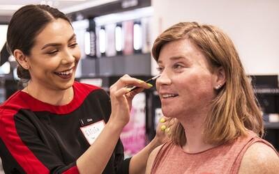 Sephora prichádza s bezplatnými kurzami určenými primárne príslušníkom LGBT komunity. Ich cieľom je pomáhať ľuďom so sebavedomím