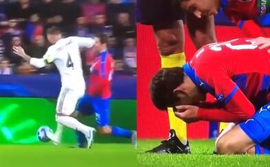 Sergio Ramos zákerným úderom lakťom rozbil Čechovi v zápase nos