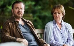 Seriál After Life si zamiluješ. Ricky Gervais v ňom predvádza vrchol cynizmu, sarkazmu a úprimnosti voči otravným ľuďom