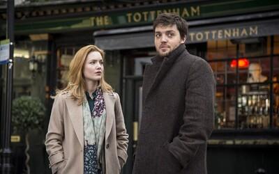 Seriál podľa knihy od J. K. Rowlingovej prekvapuje svojimi kvalitami. Podarí sa neodbytnému detektívovi Strikeovi vyšetriť zamotaný prípad?