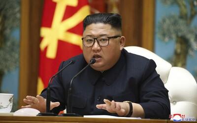 Severná Kórea chce pritvrdiť v opatreniach proti koronavírusu, no Kim stále nenosí rúško