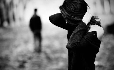 Sex s ex, stalkovanie či prosíkanie: 8 vecí, ktorými si po rozchode prejde skoro každý