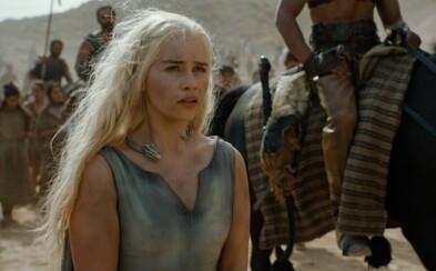 Sexy krásky a rostoucí draci dominují záběrům ze 6. série Game of Thrones. Dubnové šílenství je již za dveřmi