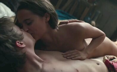 Sexy Alicia Vikander srší zmyselnosťou v eroticky dusnom a necenzurovanom traileri pre historickú romancu Tulip Fever