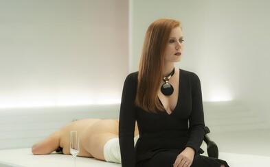 Sexy Amy Adams je obeťou pomsty Jakea Gyllenhaala v napínavej a mysterióznej upútavke pre temný thriller Nocturnal Animals