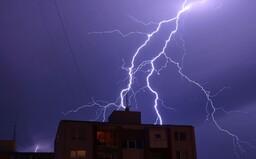 SHMÚ: Pre väčšinu okresov platí výstraha 1. stupňa pred búrkami