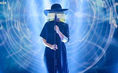Sia ukázala sílu svého hlasu s písní Elastic Heart v soutěži The Voice