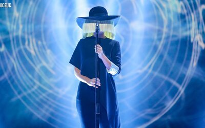 Sia ukázala silu svojho hlasu s piesňou Elastic Heart v súťaži The Voice