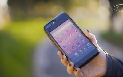 Šialené puzdro pre iPhone obsahuje plnohodnotný androidový smartfón na zadnej strane