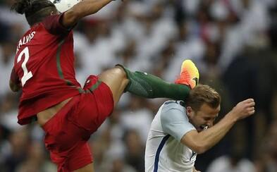 Šialený faul v prípravnom zápase na EURO. Obranca Alves kopol do hlavy kanoniera Kanea