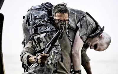 Šialený Tom Hardy ako Mad Max v novom traileri ukazuje, prečo bude film mládeži neprístupný