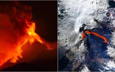 Sicilská sopka chrlí lávu, přírodní divadlo je vidět až z vesmíru. Proudy Etny šlehají i 300 metrů nad kráterem