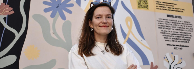 Silná a sebevědomá žena je hlavní hrdinkou velkého muralu, který vznikl v centru Prahy