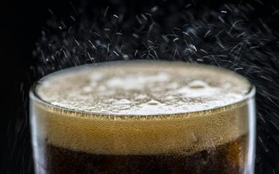 Singapur ako prvá krajina na svete zakáže reklamy na sladené nápoje