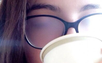 Situácie, ktoré zažíva každý, kto pravidelne nosí okuliare. Spoznáš sa v nich aj ty?