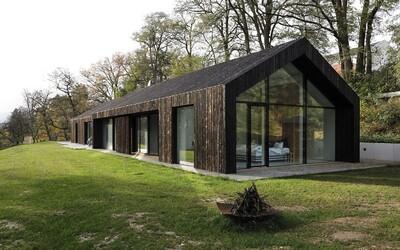 Škandinávia v blízkosti Prahy. Domáci architekti navrhli bývanie ako vystrihnuté zo švédskej prírody