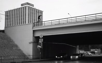 Skateboarding na hranici života a smrti v podaní ruského jazdca, ktorého nenapodobní snáď už nikto