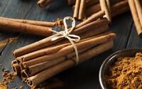 Skořice je jedním z nejoblíbenějších a nejchutnějších koření, má i několik zdravotních výhod, ale také drobnou temnou stránku