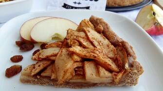 Škoricový Apple Pie z celozrnnej múky. Šťavnatá jablková plnka a chrumkavé cesto prevoňané škoricou ťa dostane (Recept)