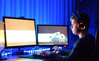 Skoro pětina dětí v Česku hraje čtyři hodiny denně na počítači, ukázala studie