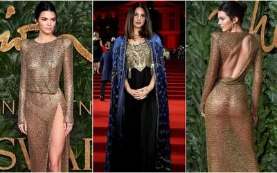 Skromne odetá Kendall Jenner či elegantní Beckhamovci. Aké outfity predviedli celebrity na British Fashion Awards?