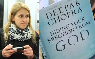 Skrývanie erekcie pred Bohom. Vtipné obaly kníh v newyorskom metre spôsobili u niektorých cestujúcich zvláštne reakcie