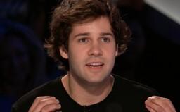 Skupina youtubera Davida Dobrika čelí obvineniu zo znásilnenia. Veľkí sponzori s vlogerom so slovenskými koreňmi rušia zmluvy
