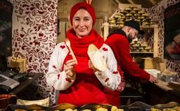 Skvelý punč, dobré jedlo a vojaci so samopalmi. Bratislavské vianočné trhy sú v plnom prúde, dá sa platiť kartou a triedi sa odpad