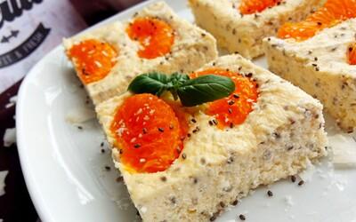 Skvělý tvarohovo mandarinkový koláč s chia semínky, ve kterém dominují bílkoviny (Recept)